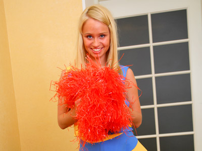 18 year old blonde cheerleader Ania is practicing her cheer moves